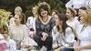 Sânzienele, sărbătorite la Chişinău: Un grup de femei îmbrăcate în ii au trezit admiraţia trecătorilor (FOTO)