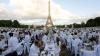 """(VIDEO) Tradiţionala """"cină în alb"""" a fost organizată şi în acest an la Paris. """"Avem stridii şi şampanie"""""""