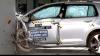 Volkswagen Golf şi Mercedes E-Class trec cele mai dure teste de coliziune din SUA (VIDEO)