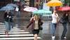 Nu uitaţi umbrelele acasă! Meteorologii anunţă temperaturi în scădere ploi şi descărcări electrice