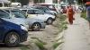 Scandal în sectorul Râşcani al capitalei. Câţiva locatari au amenajat o parcare în curtea unui bloc şi au instalat bariere