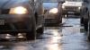 Demarări în trombă şi depăşiri periculoase! Cum sfidează regulile de circulaţie doi şoferi extrem de grăbiţi (VIDEO)