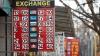 Cursul de schimb valutar: Leul în uşoară depreciere faţă de euro şi dolar