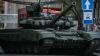 Pe străzile oraşului Lugansk circulă vehicule militare (FOTO)