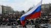 Proteste la Ambasada Federaţiei Ruse de la Kiev. Manifestanţii au răsturnat şase automobile ale reprezentanţei diplomatice