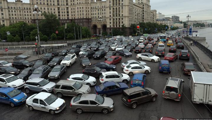 Crezi că ai face faţă unui ambuteiaj din Moscova? Cele din Chişinău trag aer (GALERIE FOTO)