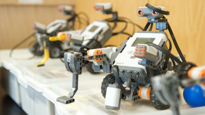 în ce limbă sunt redactați roboții comerciali cum să faci bani dacă nu există nimic