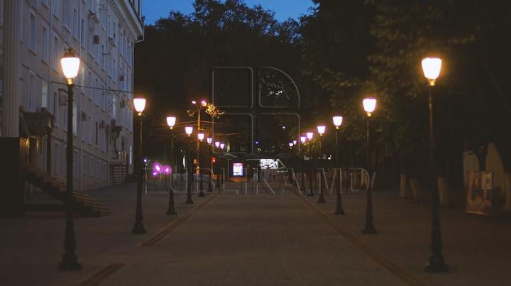 AȘA arată iluminatul de pe strada pietonală din Chișinău (GALERIE FOTO)