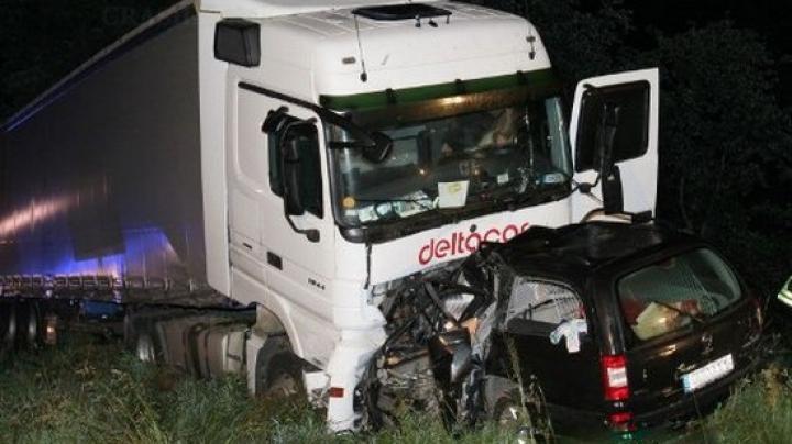 Accident tragic la Ştefan Vodă: Un şofer a murit pe loc, după ce un automobil s-a ciocnit cu un camion