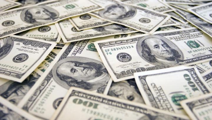 RECORD la casele de schimb! De mai bine de 10 ani dolarul nu a mai fost atât de scump