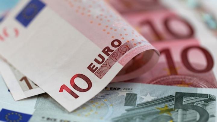 CURS VALUTAR: Leul pierde tot mai mult teren în faţa principalelor valute de referinţă