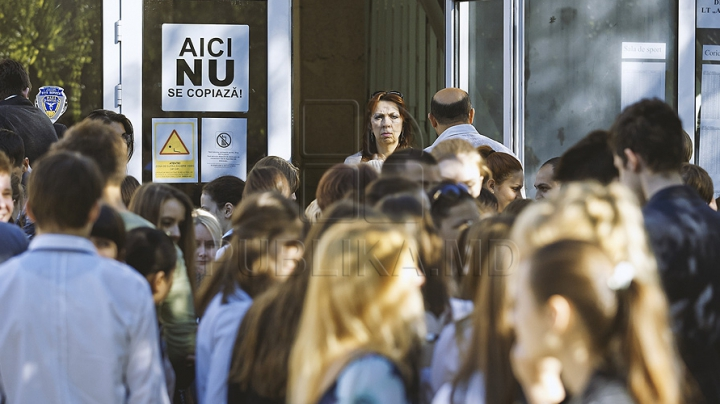 BAC 2014: 34 de liceeni au fost daţi afară de la examenul la limba străină