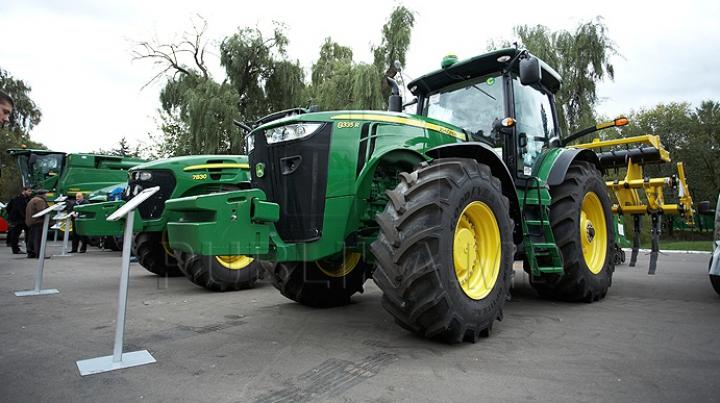 DECIS! Agricultorii care vor importa tractoare agricole vor fi scutiţi de TVA