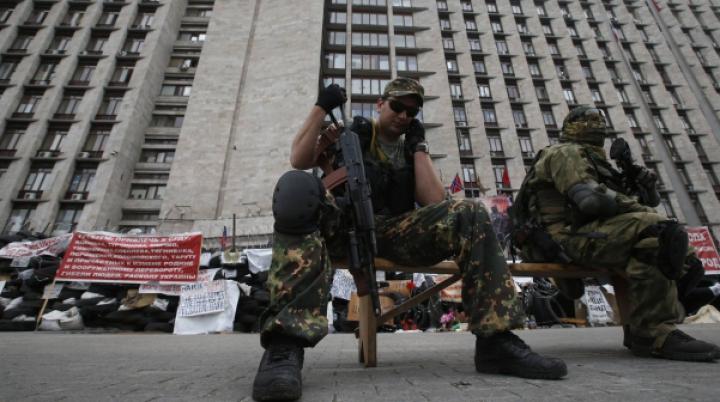 ADEVĂR sau ÎNSCENARE? Doi ofiţeri ucraineni ar fi fost executaţi de separatiştii pro-ruşi din estul Ucrainei (VIDEO)