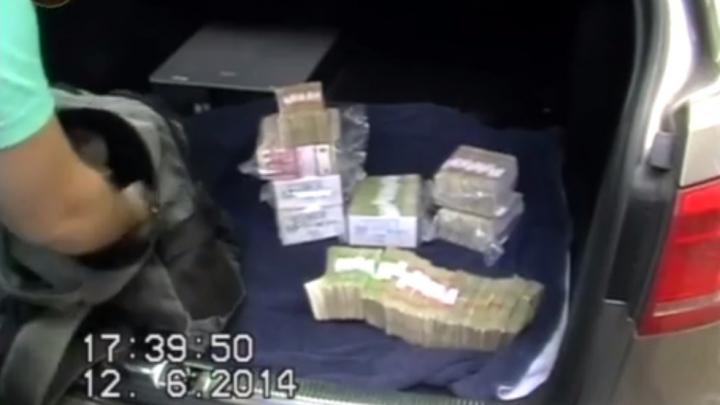 Doi proprietari de case de schimb valutar au fost prinşi în flagrant. De ce sunt bănuiţi de Poliţie (VIDEO)