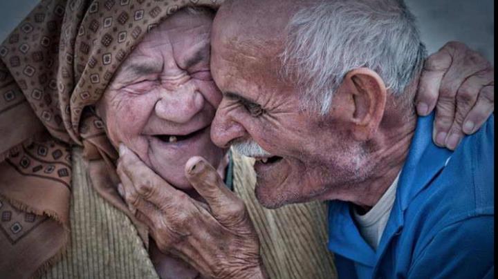 Eşti gata de dragoste? Cercetătorii ţi-au pregătit o listă de trucuri ca să devii irezistibil