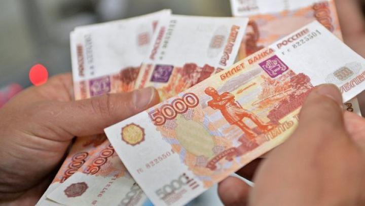 Ce scriu unii ucraineni pe rublele ruseşti din Crimeea (FOTO)