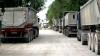 Zeci de camioane, trase pe dreapta! Autorităţile încearcă să prevină deteriorarea carosabilului