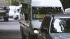NICIUN STRES! Unii şoferi de microbuze au revenit pe străzile capitalei şi circulă pe rute anulate de Primărie (FOTO)