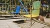 """Un teren de joacă din Chişinău s-a transformat într-un pericol pentru copii. """"Un băieţel a căzut şi s-a lovit la cap"""""""