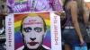 Zeci de cupluri de homosexuali au protestat în faţa Ambasadei Rusiei din Buenos Aires