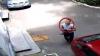 ÎL RECUNOŞTI?! Acest tânăr a fost filmat în timp ce fură bani dintr-o farmacie (VIDEO)