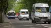 Un microbuz de linie, lovit într-o intersecţie. Două unităţi de transport au fost grav deteriorate (VIDEO)
