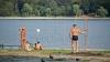 Avertizare epidemiologică: Moldovenilor le este recomandat să evite scăldatul în lacurile din Capitală