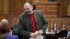 Comuniştii sar din nou la BĂTAIE în Parlament. Alexandru Petkov l-a agresat pe Sergiu Sîrbu (VIDEO)
