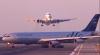 ÎNSPĂIMÂNTĂTOR! Două avioane de pasageri erau cât pe ce să se ciocnească (VIDEO)
