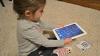 Specialiştii avertizează: Ce se întâmplă cu copiii care petrec mult timp în faţa gadgeturilor