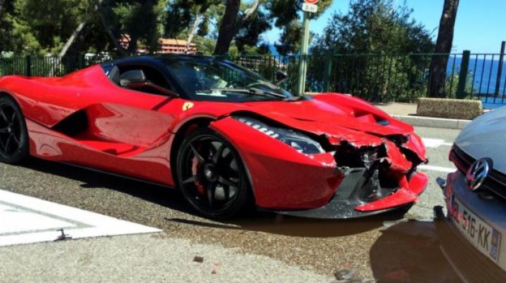 Cum arată primul LaFerrari lovit pe stradă! De accidente teribile nu sunt ferite nici cele mai scumpe automobile
