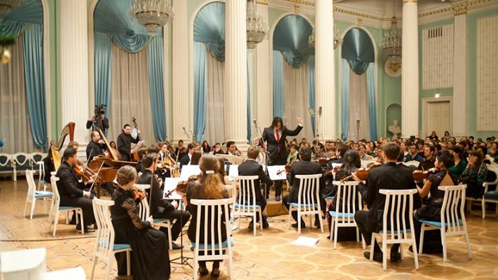 """Muzica clasică """"Renaşte Moldova"""". Chişinău Youth String Orchestra susţine un concert LIVE la Sala cu Orgă"""