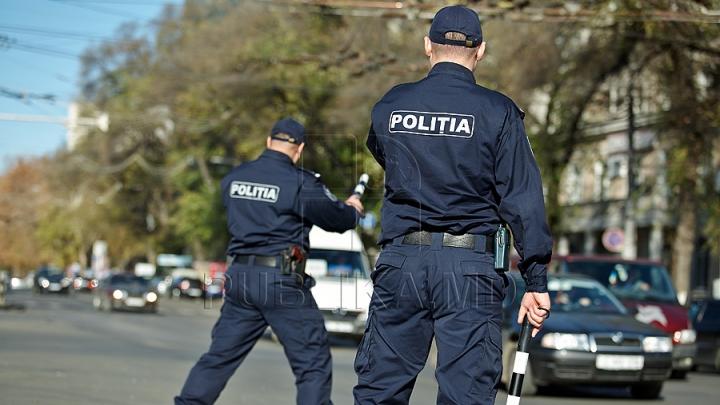 Poliţiştii au oprit o maşină şi au reţinut şoferul. Ce au descoperit oamenii legii în automobil