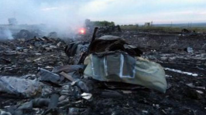 Rebelii proruşi au atacat cu focuri de artilerie locul căderii Boeingului 777 în estul Ucrainei