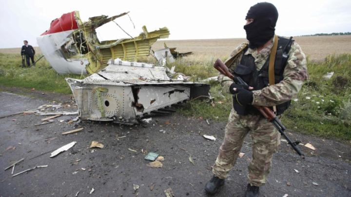 Serviciul de Securitate al Ucrainei face publice discuţii care să demonstreze că rebelii ar ascunde cutiile negre ale avionului prăbuşit (VIDEO)