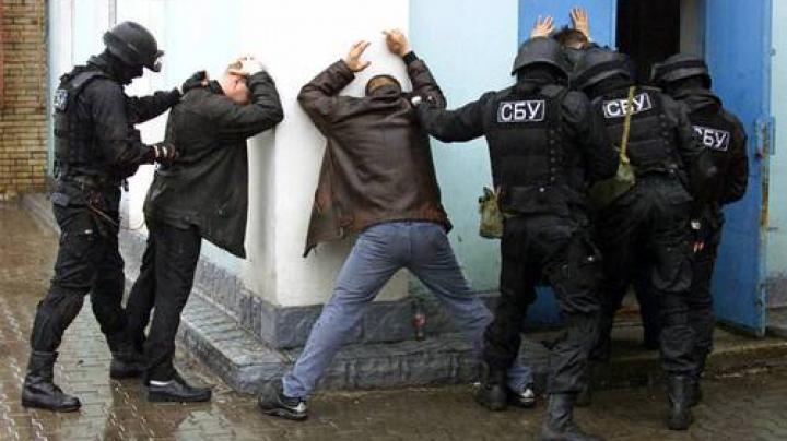 (FOTO) Planuri date peste cap! Securiştii ucraineni au reţinut câteva persoane care vroiau să facă dezordini în masă la Odesa