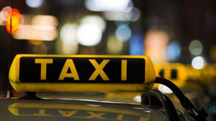 Imagini şocante! Bătaie cruntă dintre un tânăr şi un şofer de taxi (VIDEO)
