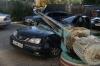 Doi şoferi s-au ales cu maşinile făcute zob după ce o piesă de câteva tone s-a desprins dintr-o macara (VIDEO)