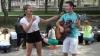 Flashmob de Ziua Internaţională a Tineretului. Cum au sărbătorit mai mulţi voluntari
