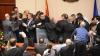 Bătaie în Parlamentul Macedoniei. Deputaţii şi-au împărţit pumni şi s-au ales cu vânătăi (VIDEO)
