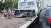 IMAGINI AMEŢITOARE. Un evacuator este lovit de un camion în Moscova şi provoacă haos în trafic (VIDEO)
