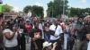 Protestele nu contenesc în oraşul american în care un tânăr de culoare a fost omorât de poliţie