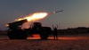 """Lansatoare de rachete ucrainene """"Grad"""" atacă poziţiile rebelilor şi ale militarilor ruşi (VIDEO)"""