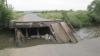 Explozii puternice şi schimburi de focuri la Doneţk! Separatiştii au distrus şi avariat 17 poduri