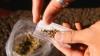 O grupare criminală a fost reţinută în momentul comercializării ilegale de droguri (VIDEO)