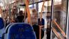 SOMNOROASE PĂSĂRELE! O taxatoare din Bălți doarme în troleibuz în timpul serviciului (VIDEO)