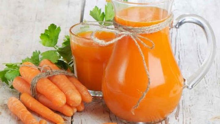 Descoperă proprietățile magice ale sucului de morcovi