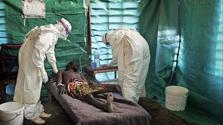 Avertisment! Teroriştii ar putea folosi virusul Ebola pentru a crea o bombă biologică