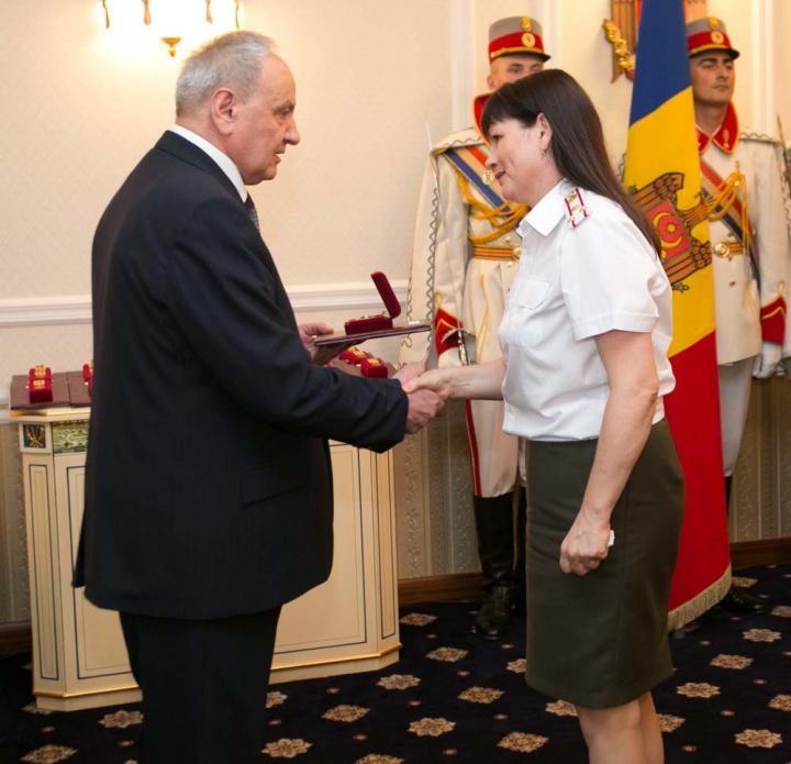 Noi distincţii de stat. Cine şi pentru ce merite au fost decoraţi de preşedintele Nicolae Timofti (FOTO)
